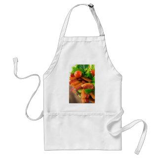 Tablier Détail d'un plat de lard et de tomate-cerise frits