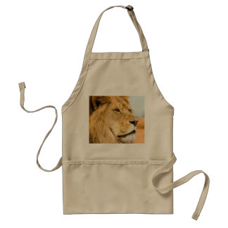 Tablier Grand lion regardant loin