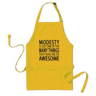 Tablier La modestie me rend impressionnant - slogan drôle