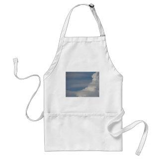 Tablier Nuages blancs mous sur le fond de ciel bleu