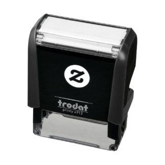 "Tampon Auto-encreur 1,8"" x 0,65"" individu encrant le timbre"