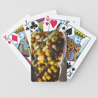 Tapas faits avec les olives bourrées jeux de cartes poker