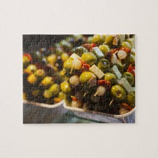 Tapas faits avec les olives bourrées puzzle avec photo