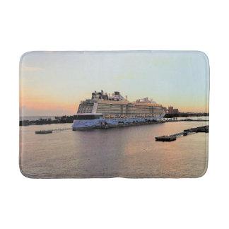 Tapis De Bain Aube de port de Nassau avec le bateau de croisière