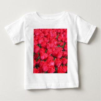 Tapis de Falln des tulipes cramoisies T-shirt Pour Bébé
