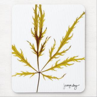 """Tapis De Souris """"A gravé à l'eau-forte la feuille"""" par J. Maya Luz"""