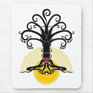 Tapis De Souris Arbre de magie noire avec le coeur rouge là-dessus