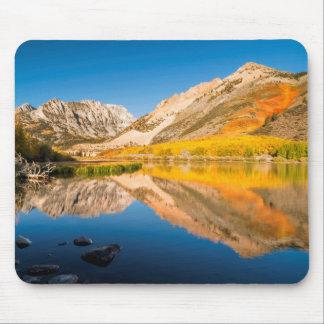 Tapis De Souris Automne au lac du nord, la Californie