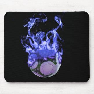Tapis De Souris Ballon de football et fumée de flammes bleues