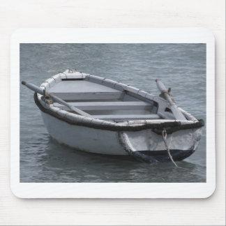 Tapis De Souris Bateau d'aviron en bois simple sur la mer