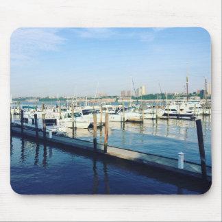 Tapis De Souris Bateaux sur le fleuve Hudson, parc de rive, NYC