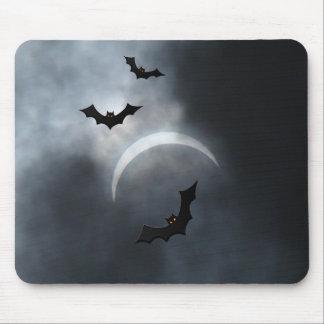 Tapis De Souris Battes éffrayantes de Halloween dans l'éclipse