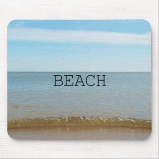 Tapis De Souris Beau bonheur de plage avec la vague douce