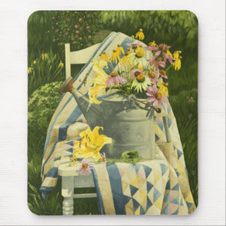 Tapis De Souris Boîte 1138 d'arrosage sur l'édredon dans le jardin