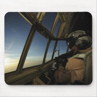 Tapis De Souris C.A. - le pilote de 130 Hercule balaye l'horizon