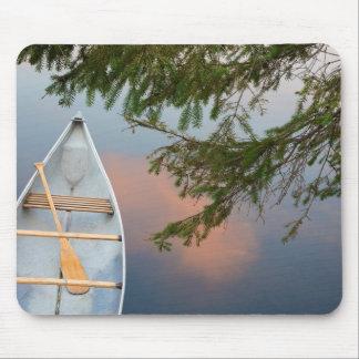 Tapis De Souris Canoë sur le lac au coucher du soleil, Canada
