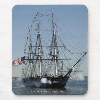 Tapis De Souris Canons de mise à feu de constitution d'USS
