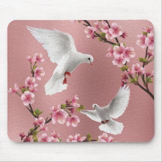 Tapis De Souris Colombes et fleurs de cerisier vintages roses de