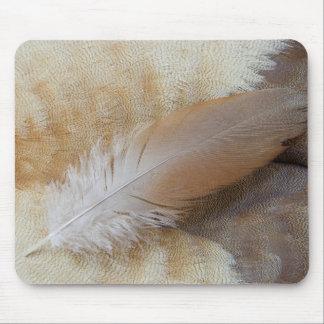 Tapis De Souris De Brown d'oie de plume toujours la vie