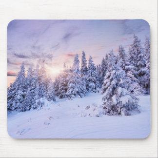 Tapis de souris de forêt de pin d'hiver