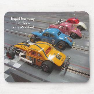 Tapis de souris décrivant les voitures de course