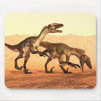 Tapis De Souris Dinosaures de Raptor dans le désert