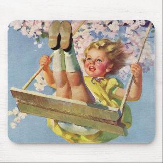 Tapis De Souris Enfant vintage, fille balançant sur un jeu