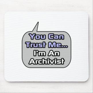 Tapis De Souris Faites- confiancemoi. Je suis un archiviste