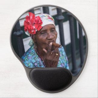 Tapis De Souris Gel Dame noire fumant un cigare avec la fleur sur la