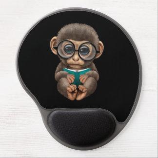Tapis De Souris Gel Singe mignon de bébé lisant un livre sur le noir