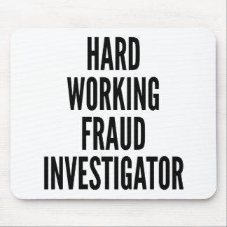Tapis De Souris Investigateur travaillant dur de fraude