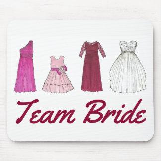 Tapis De Souris Jeune mariée d'équipe épousant la robe nuptiale de