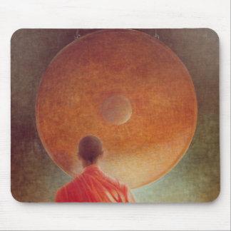 Tapis De Souris Jeune moine avec le gong
