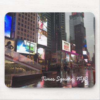Tapis De Souris Jour pluvieux dans le Times Square New York City