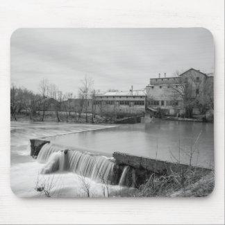 Tapis De Souris Journée de printemps à la gamme de gris de moulin