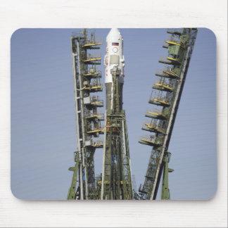 Tapis De Souris La fusée de Soyuz est érigée en le place 4