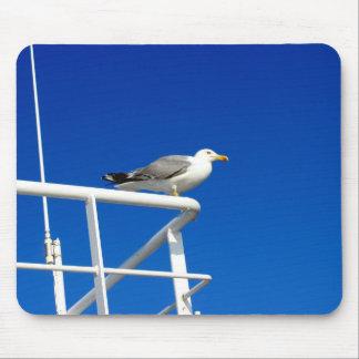 Tapis De Souris La mouette se repose sur le dessus du ferry-boat