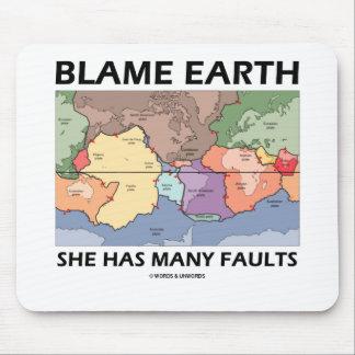 Tapis De Souris La terre de blâme elle a beaucoup de défauts (la