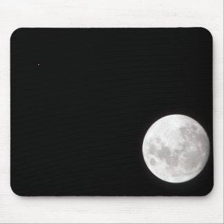 Tapis De Souris La vue d'une pleine lune, montre également Mars