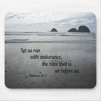 Tapis De Souris Le 12:1 d'Hébreux nous a laissés courir avec la