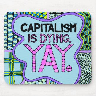 Tapis De Souris Le capitalisme meurt. Yay - humour cynique