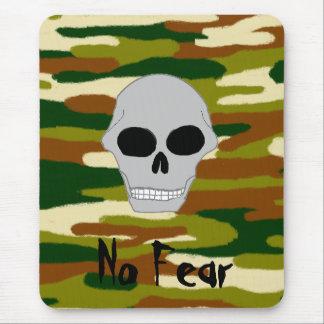 Tapis De Souris Le crâne de bruns et de verts de camouflage ne