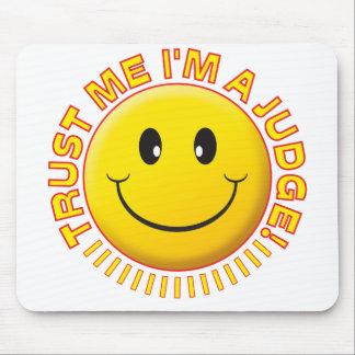 Tapis De Souris Le juge me font confiance souriant