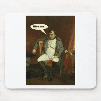Tapis De Souris Le napoléon indique :  Mordez-moi