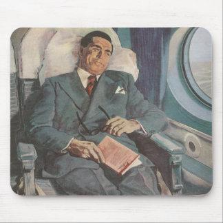 Tapis De Souris Lecture vintage de voyageur d'affaires sur l'avion