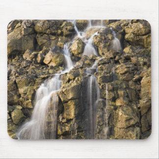 Tapis De Souris Les chutes de saumure de la roche volcanique