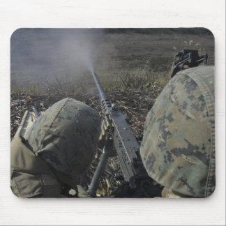 Tapis De Souris Les marines mettent le feu à une mitrailleuse de