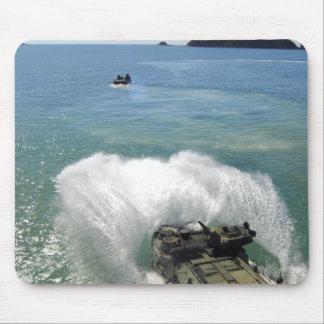 Tapis De Souris Les véhicules d'assaut amphibie sortent la