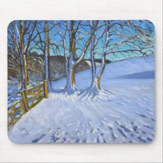 Tapis De Souris L'hiver de porte et d'arbres endiguent la ruelle