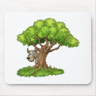 Tapis De Souris Loup et arbre de conte de fées de bande dessinée